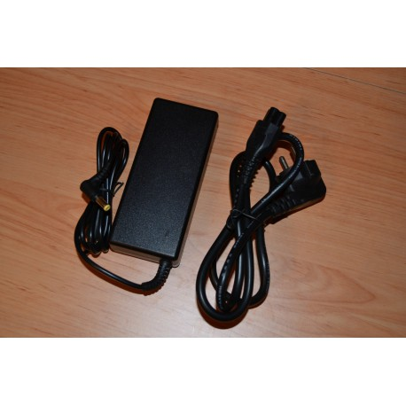Acer 19V ( Volts ) e 2.1A ( Amperes ) - 40W ( Watts ) + Cabo