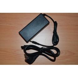 Toshiba 19V ( Volts ) e 1.58A ( Amperes ) e 30W ( Watts ) + Cabo